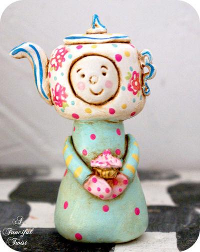 Cupcake de la Tea Party DooLittle Front