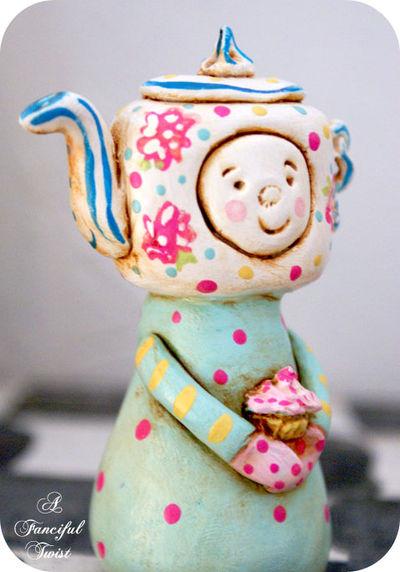 Cupcake de la Tea Party DooLittle Side
