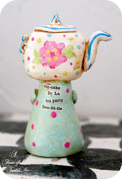 Cupcake de la Tea Party DooLittle