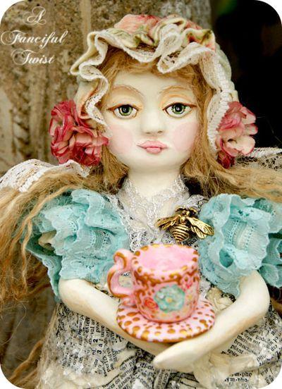 Francesca Rosette Bumble Bee Garden and the giant tea cup 1