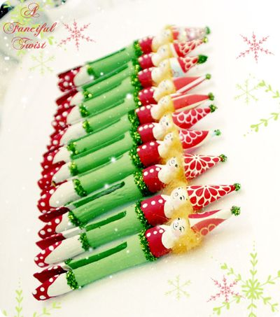 Holiday craft clothespin elves 4