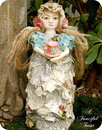 Francesca Rosette Bumble Bee Garden and the giant tea cup 2