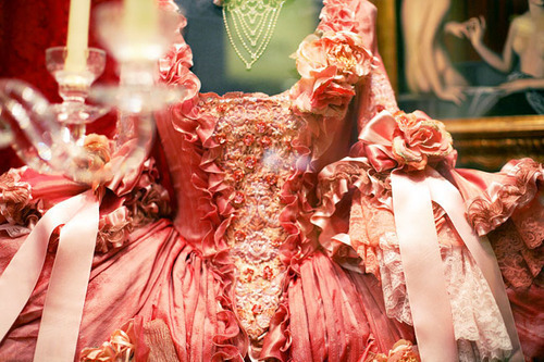 18th-century-baroque-dress-marie-antoinette-pink-Favim_com-228368