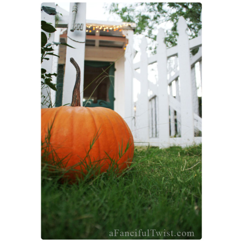 Postcard cottage pumpkin front