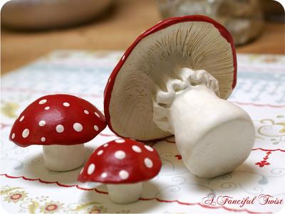 Mushroom_trio_bottom