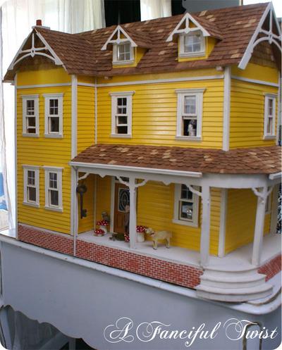 Yellow_dollhouse