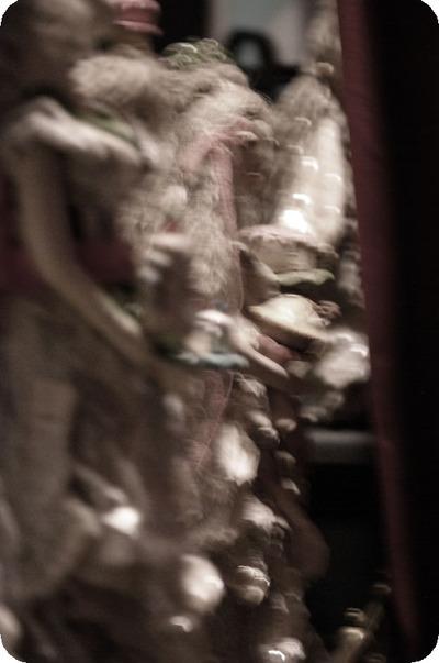 Behind_the_curtain_3