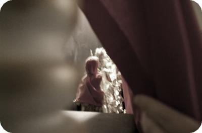 Behind_the_curtain_9