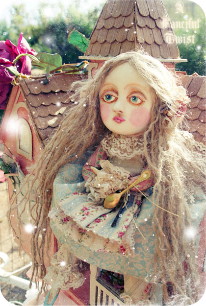 Alice In Wonderland (Large Scale doll)