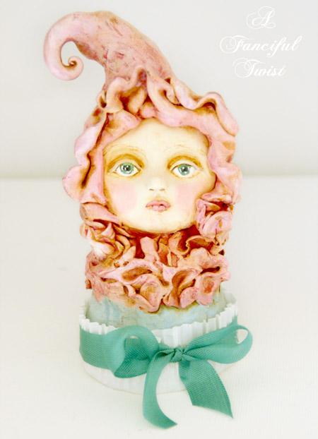 Aurora Theodosia Cream cake Cakehead front